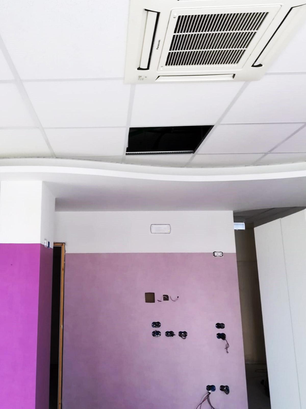 pitture-decorative-ristrutturazioni-edili-latina-pareti-viola-condizionatore