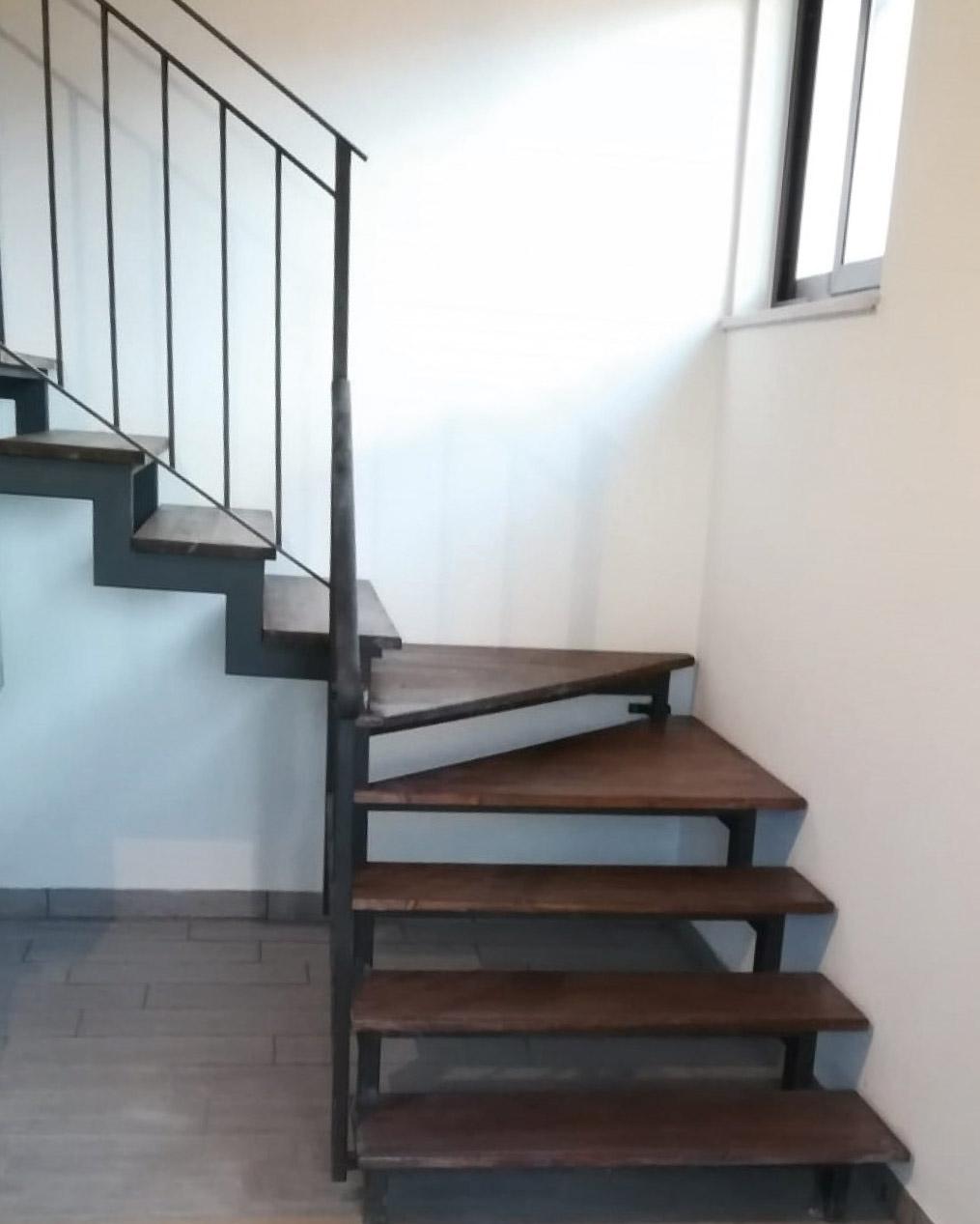 restauri-civili-industriali-edilizi-latina-scalinata-legno