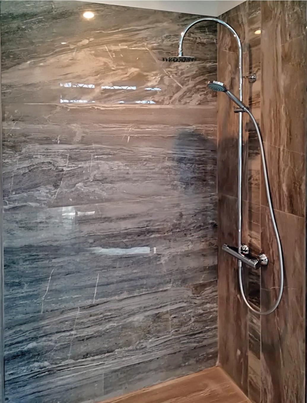 ristrutturazione-bagni-latina-edil-leggeri-doccia-marmo