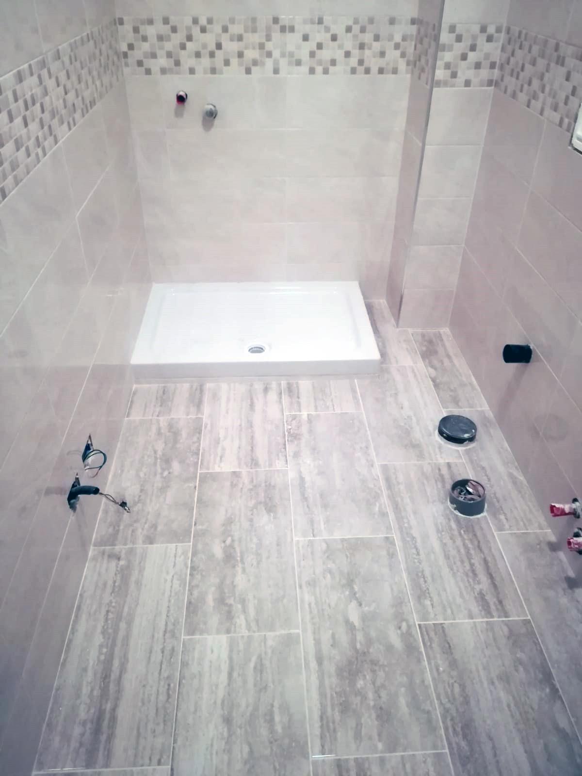 ristrutturazione-bagni-latina-edil-leggeri-pavimento-bianco